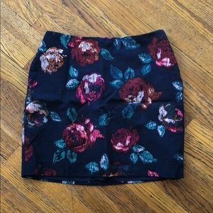 Floral skirt with zip-closure